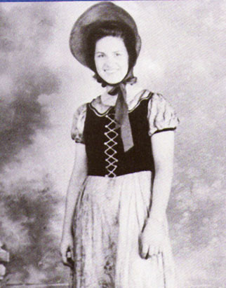 Kitty Wells 1943